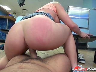 Clothes are washing and busty blonde Leya Falcon has enough time to enjoy pussyfuck on camera